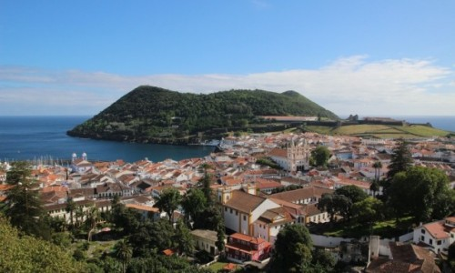 PORTUGALIA / Azory / Terceira, Angra do Heroismo  / Angra do Heroismo - widok na miasto i Monte Brasil