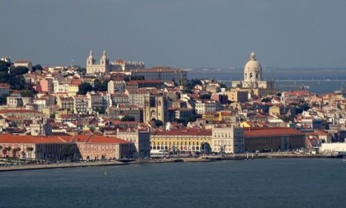 Zdjecie PORTUGALIA / dystrykt Lizbona / Lizbona-Stare Miasto / Stojąc po drugiej stronie Tagu