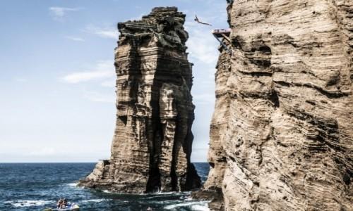Zdjęcie PORTUGALIA / Azory / wysepka Vila Franca do Campo (koło São Miguel) / Red Bull Cliff Diving