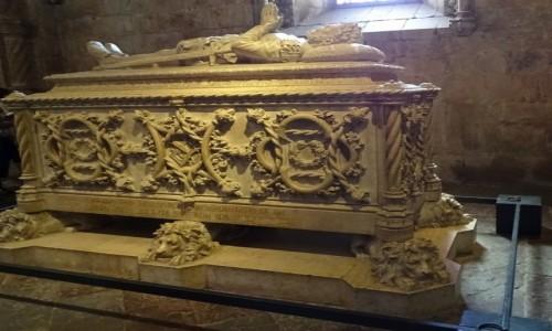 PORTUGALIA / Lizbona / Klasztor Hieronimitów / Sarkofag Luisa de Camoesa