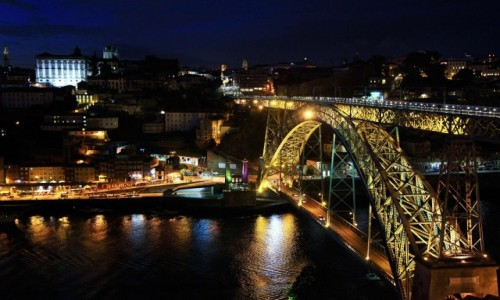 Zdjecie PORTUGALIA / Porto / Rzeka Douro / Światła Porto