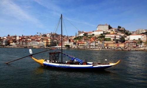 Zdjęcie PORTUGALIA / Porto / Rzeka Douro / Łódź rabelo, do transportu beczek z winem