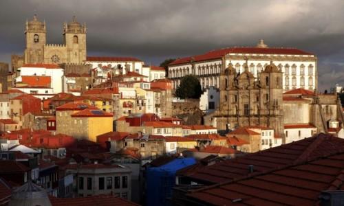 Zdjecie PORTUGALIA / Porto / Miradouro da Vitória / Katedra i kościół Jezuitów