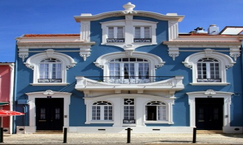 Zdjęcie PORTUGALIA / Aveiro / Jardim do Rossio / Kamieniczka