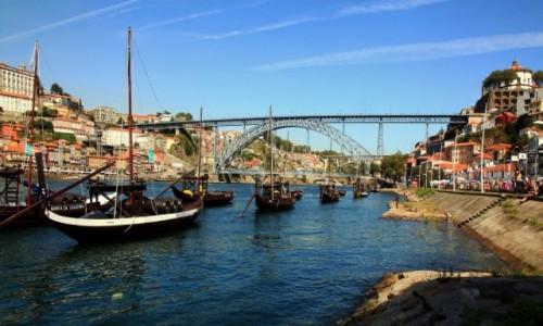 Zdjęcie PORTUGALIA / Porto / Douro / Łodzie z Porto