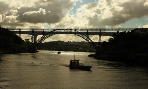 Zdjęcie PORTUGALIA / Porto / Rzeka Douro / Dwa mosty