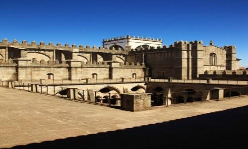 Zdjecie PORTUGALIA / Porto / Katedra Se do Porto / Nad dziedzi�cem