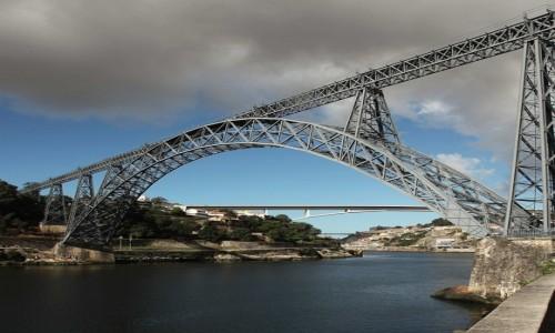 Zdjęcie PORTUGALIA / Porto / Rzeka Douro / Most