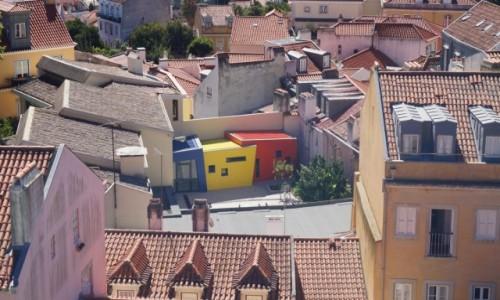 Zdjęcie PORTUGALIA / Lizbona / stare miasto / Nowoczesność wkroczyła