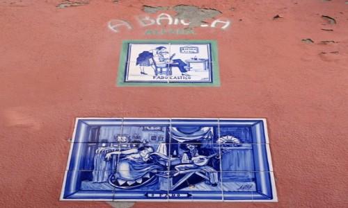 PORTUGALIA / Centrum / Lizbona - Alfama / Fado na azulejos