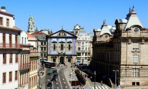 Zdjęcie PORTUGALIA / Porto / Wzgórze Pena Ventosa / Z prawej dworzec kolejowy Sao Bento, centralnie kościół św. Antoniego