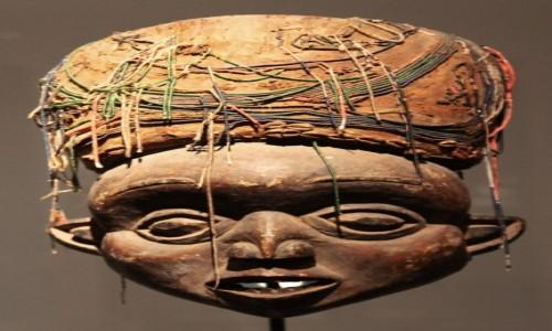 Zdjęcie PORTUGALIA / Guimarães  / Międzynarodowe Centrum Sztuki / Maska afrykańska