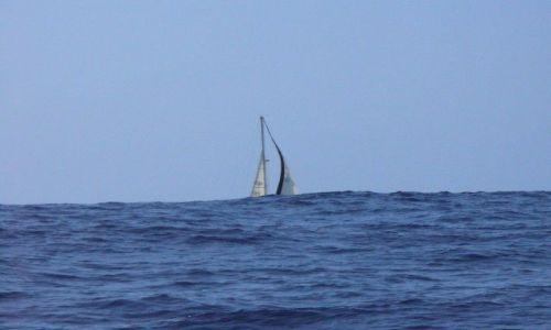 Zdjęcie PORTUGALIA / Atlantyk / około 200 Mm od Azorów / Jacht za atlantycką falą