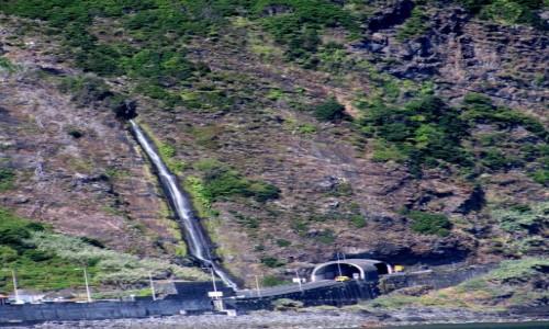 Zdjecie PORTUGALIA / Madera / okolice Sao Vicente / skalny wodospad