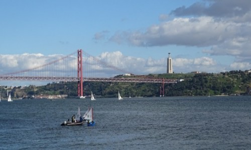 Zdjecie PORTUGALIA / Lizbona / widok na Tag, most 25 Kwietnia oraz pomnik Cristo Rei w Almadzie / Między Rio a San Francisco (2)