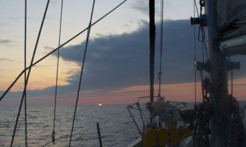 Zdjęcie PORTUGALIA / Atlantyk / końskie szerokości / rąbek słońca