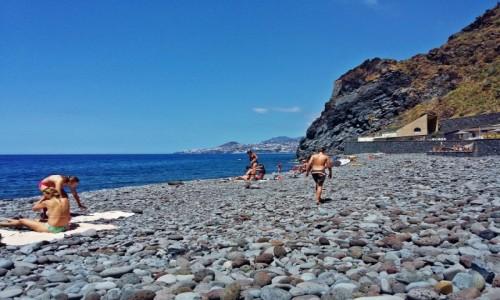 Zdjecie PORTUGALIA / Funchal / Garajau / Plaża w Garajau z widokiem na Funchal
