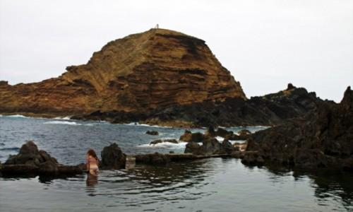 Zdjecie PORTUGALIA / Madera / Porto Moniz / Kąpiel wśród skał