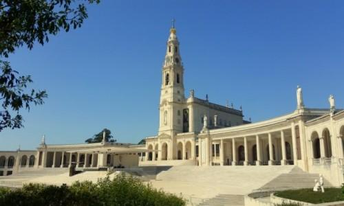 PORTUGALIA / Dystrykt Santarem / Fatima-Bazylika Matki Boskiej Różańcowej  / Pod bezchmurnym niebem
