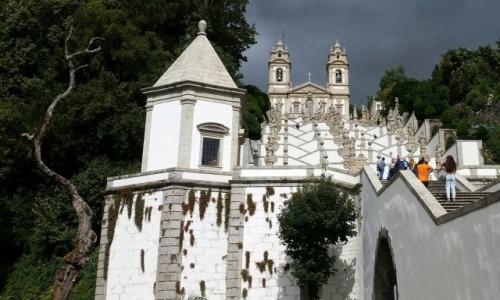Zdjęcie PORTUGALIA / Minho / Braga-sanktuarium Dobrego Jezusa na Górze (Bom Jesus do Monte) / Bom Jesus w ciekawym świetle (i z badylem ;))