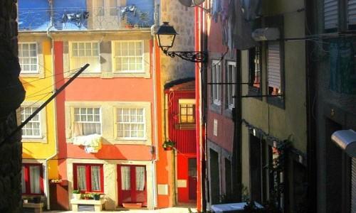 Zdjecie PORTUGALIA / - / Porto / Kolorowe zaułki Porto