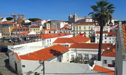 Zdjecie PORTUGALIA / - / Lizbona / Nad dachami