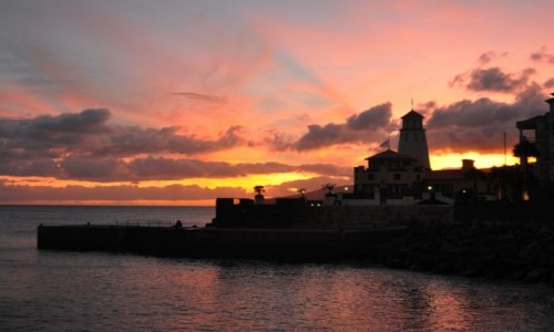 Zdjecie PORTUGALIA / Madera / okolice Sao Jorge, wschodnie wybrzeże /  Wieczorem na wybrzeżu