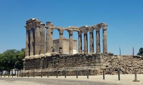 Zdjecie PORTUGALIA / Alentejo / Évora- Templo romano / Symbol miasteczka Évora