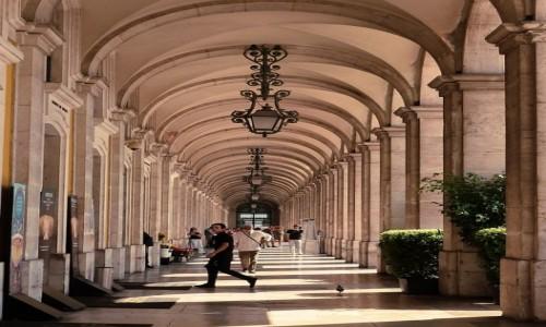 Zdjęcie PORTUGALIA / - / Lizbona / Uciekając przed słońcem