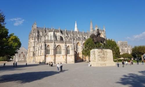 Zdjecie PORTUGALIA / Centrum / Kościół Matki Bożej Zwycięskiej w Batalha / Jesienna Batalha