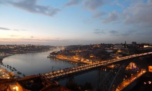 Zdjecie PORTUGALIA / Porto / Porto / Wieczór nad miastem