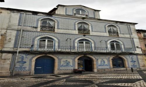 PORTUGALIA / Pinhal Litoral / Leiria / Leiria, kamienice z glazurą