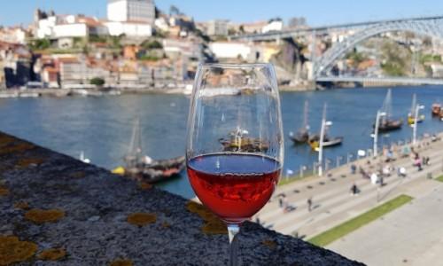 Zdjecie PORTUGALIA / Douro Litoral / Porto z Vila Nova de Gaia / Porto w lampce porto ;-)