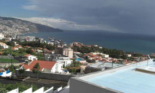 Zdjęcie PORTUGALIA / brak / MADEIRA / Wyspa Madeira i widok na miasto FUNCHAL