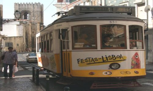 PORTUGALIA / Lizbona / Alfama / Tramwaj