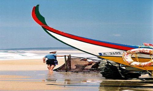 Zdjęcie PORTUGALIA / wybrzeże / Furadouro / po połowie, rybacy przy pracy