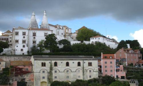 Zdjecie PORTUGALIA / Sintra / Sintra /  szaro-różowo