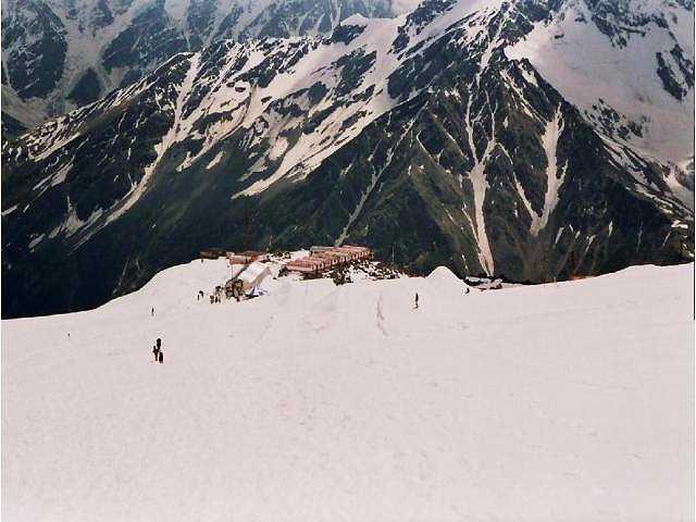 Zdjęcia: Elbrus, Kaukaz, Widok na schronisko Boćki, ROSJA