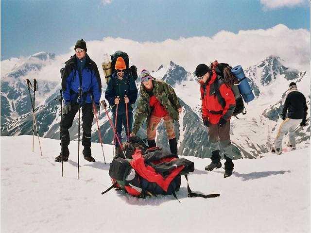 Zdjęcia: Elbrus, Kaukaz, Schronisko Boćki. Od lewej Karol, Witek, Jaco, i ja Jacek:), ROSJA