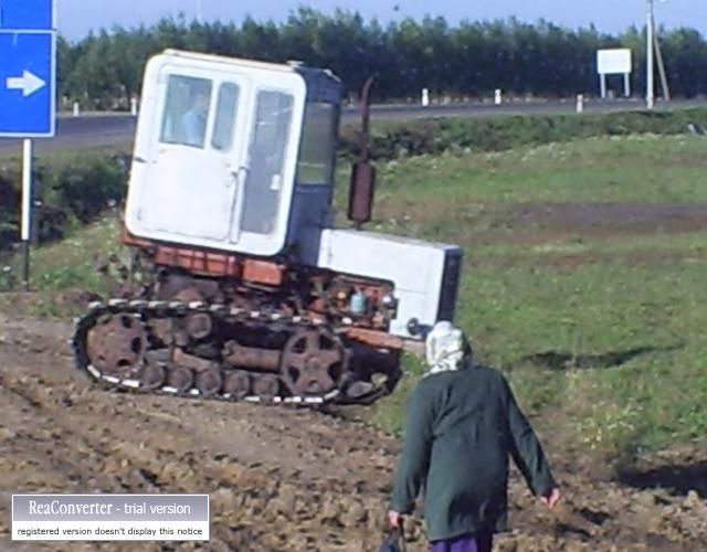 Zdjęcia: gdzies w Rosji, mały ciągnik podobno produkcji mołdawskiej, ROSJA