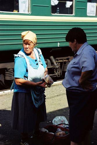 Zdjęcia: zakupy jedzeniowe na stacji Barabinsk , Syberia, Nie ma jak u babci..., ROSJA