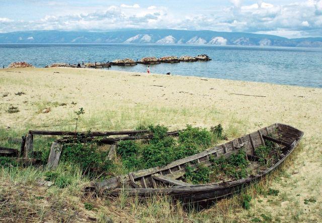 Zdjęcia: opuszczona przystań na wyspie Olchon na Bajkale, Syberia, ślady świetności? 2, ROSJA