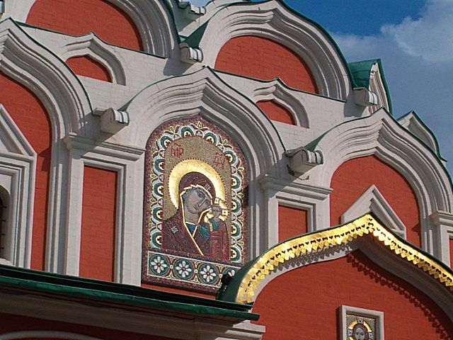 Zdjęcia: Moskwa, Przed cerkwią, ROSJA