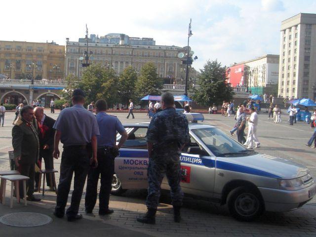 Zdjęcia: Moskwa, Milicja zatrzymuje Lenina i Stalina;-), ROSJA