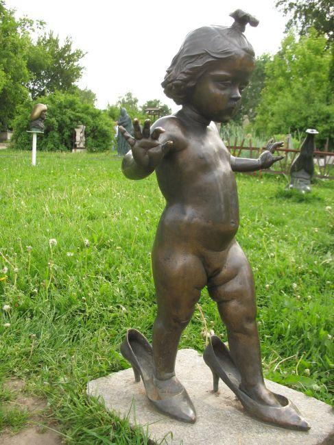 Zdjęcia: Moskwa, Moskwa, dziewczynka w pantofelkach, ROSJA