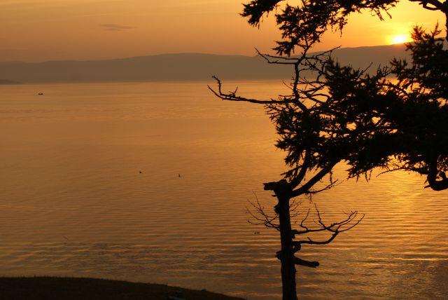 Zdjęcia: Wyspa Olchon na Bajkale, Buriacja, Zachód słońca nad Bajkałem, ROSJA