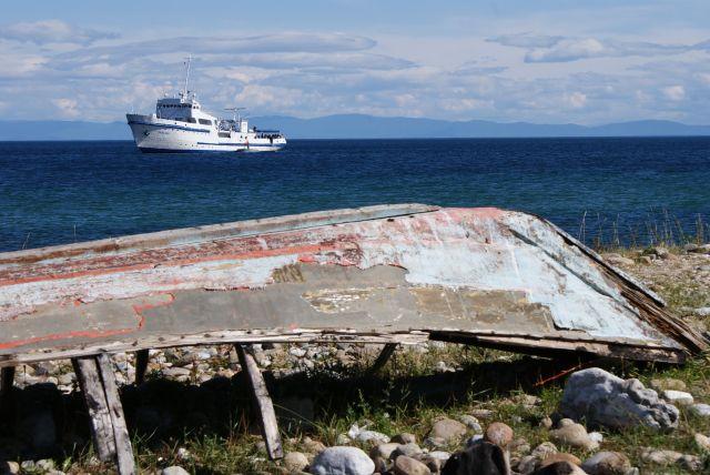 Zdjęcia: Wyspa Olchon na Bajkale, Buriacja, Statek na Bajkale, ROSJA