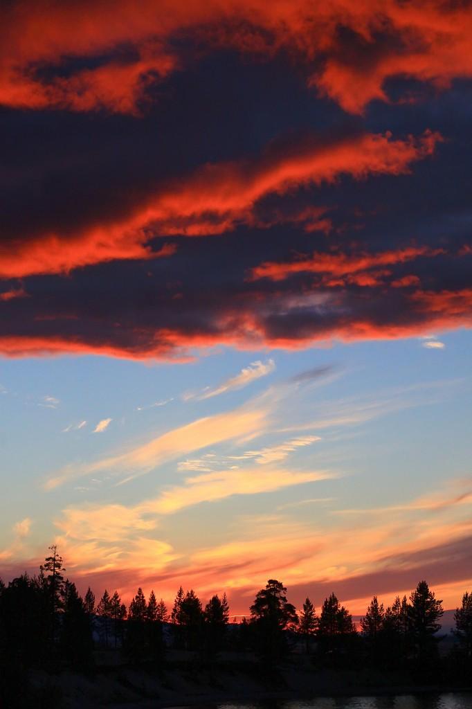 Zdjęcia: wybrzeże M. Białego, płn-zach Rosja, Pod chmur pierzyną..., ROSJA