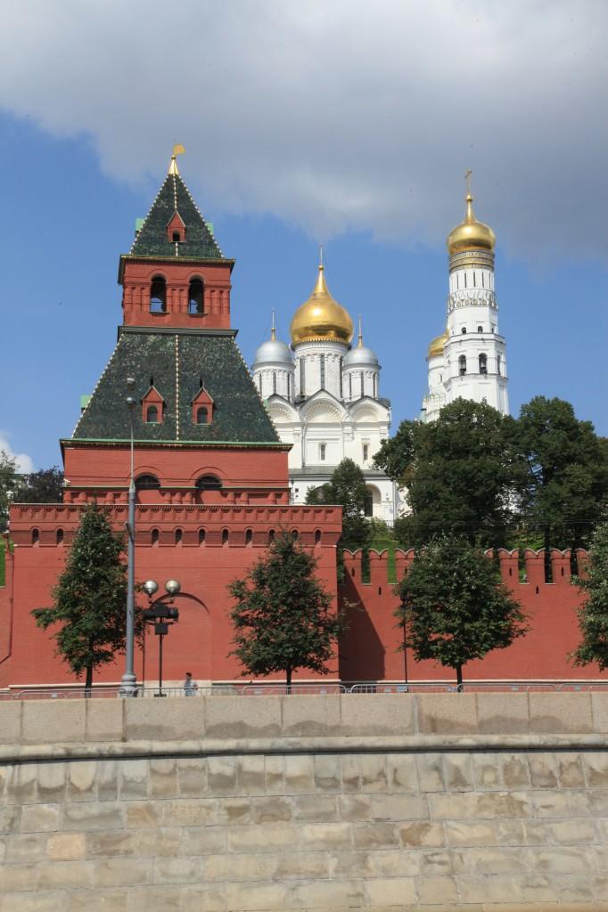 Zdjęcia: Nad rzeką Moskwa, Moskwa, Mury Kremla, ROSJA