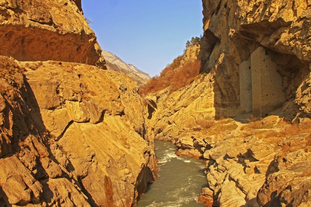 Zdjęcia: dolina , płn. Kaukaz, Miedzy Scyllą, a Charybdą..., ROSJA